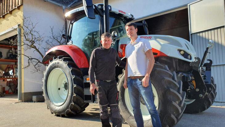 Traktorübergabe An Familie Haselhofer