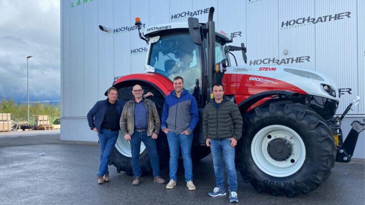 Traktorübergabe An Biohof Ratzberger