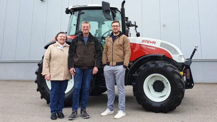 Traktorübergabe An Familie Reitbauer
