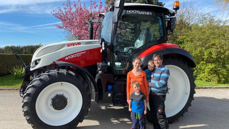 Traktorübergabe An Familie Viertelmayr-Adelberger