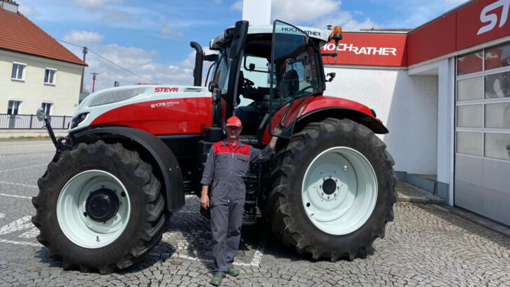 Traktorübergabe An Herrn Müller