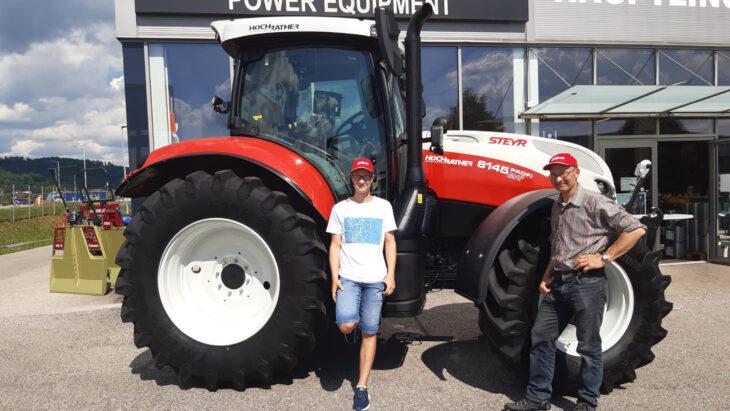 Traktorübergabe An Familie Hintersteininger