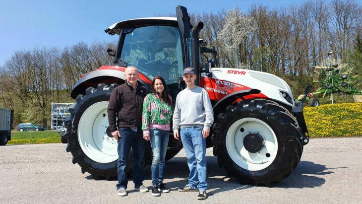Traktorübergabe An Familie Tatzberger