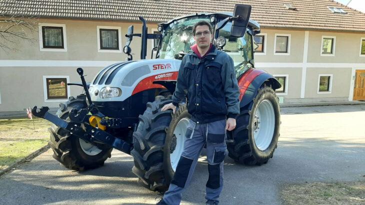 Traktorübergabe An Gerhard Kirchmayr