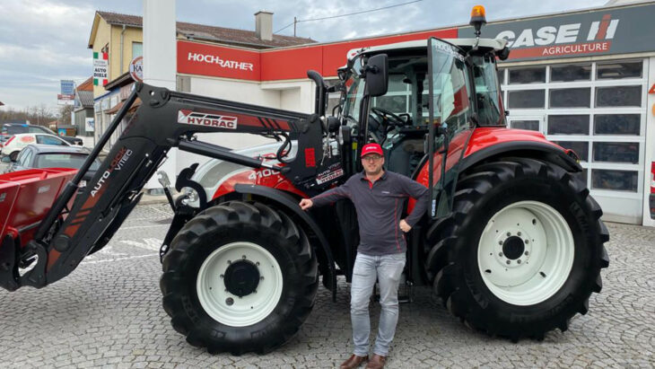 Traktorübergabe An Familie Kimeswenger