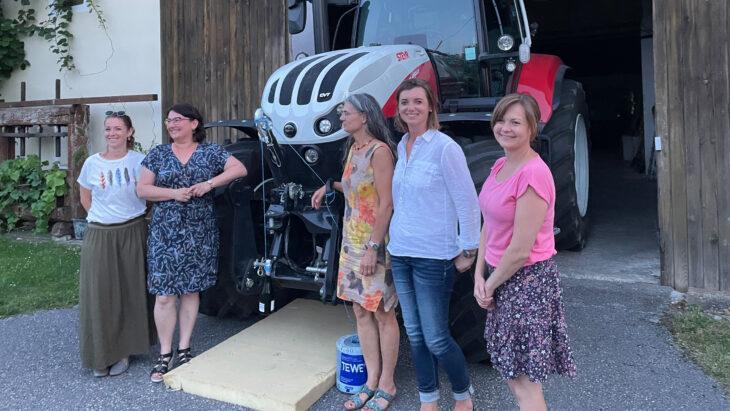 Traktorübergabe An Die Gemeinschaft Dorninger