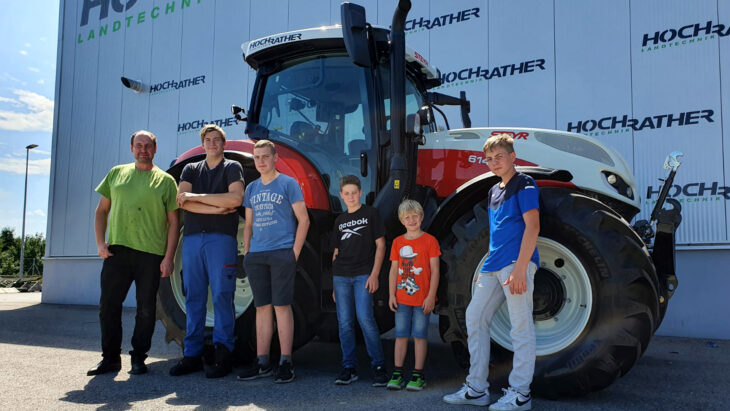 Traktorübergabe An Familie Gruber