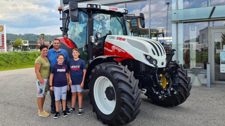Traktorübergabe An Familie Hofbauer-Paschinger