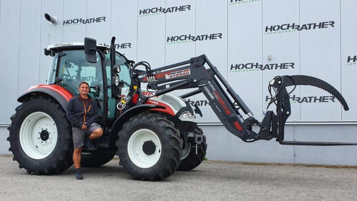 Traktorübergabe An Familie Rosenberger